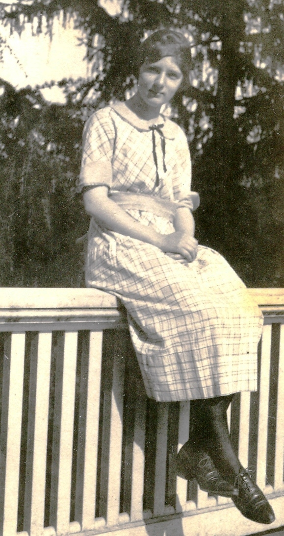 Evelyn 1920 freshmen year